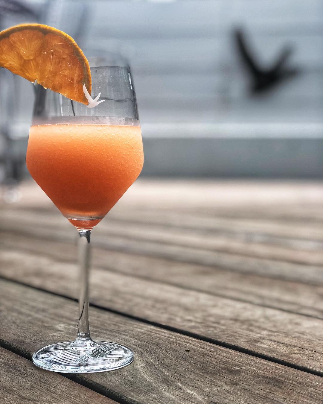 frosecco DEQ Lounge & Ritz Bar