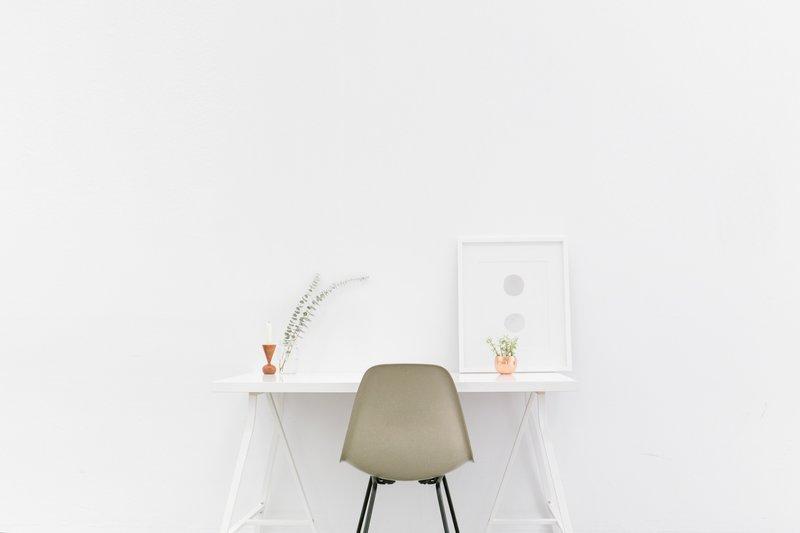 Minimalist Desk / Fung Shui Nexus