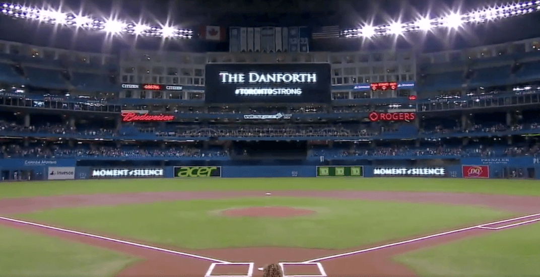 Blue Jays hold moment of silence after Danforth mass shooting (VIDEO)