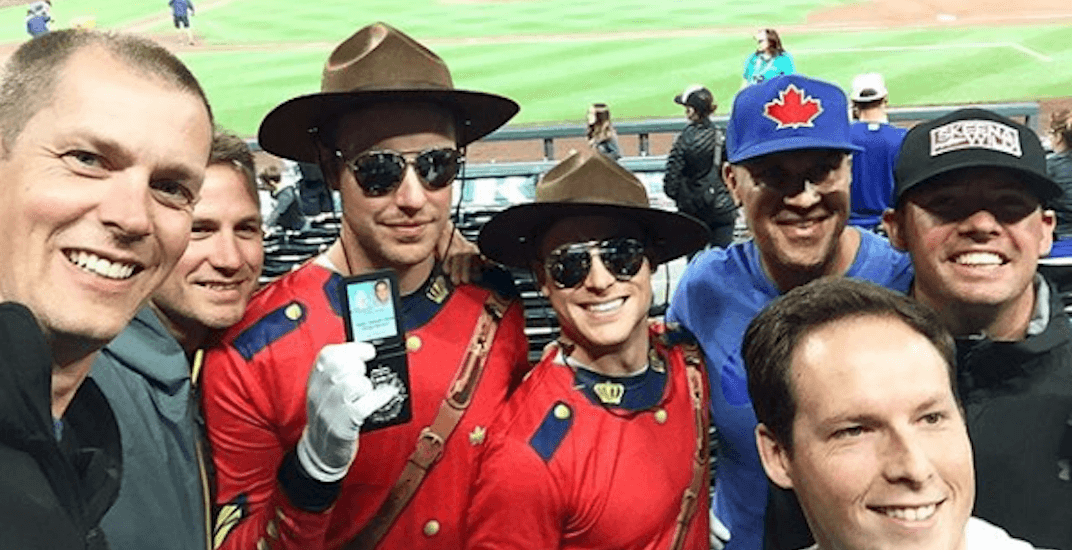 Canadian baseball fans give Blue Jays home field advantage in Seattle (PHOTOS)
