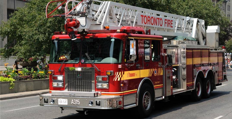 Toronto fire crews battling massive 6 alarm blaze on Parliament Street