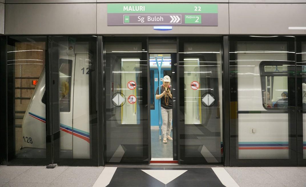 Kuala Lumpur MRT platform screen doors