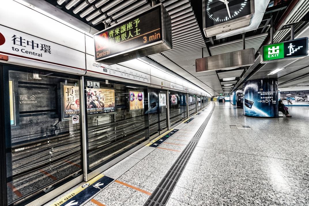 Hong Kong MTR platform screen doors