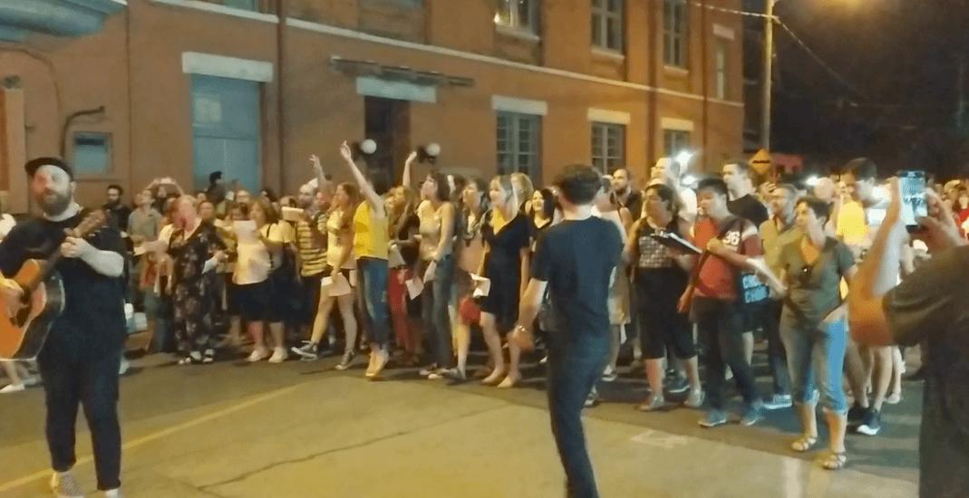 Aretha Franklin tribute concert floods downtown Toronto street (VIDEO)