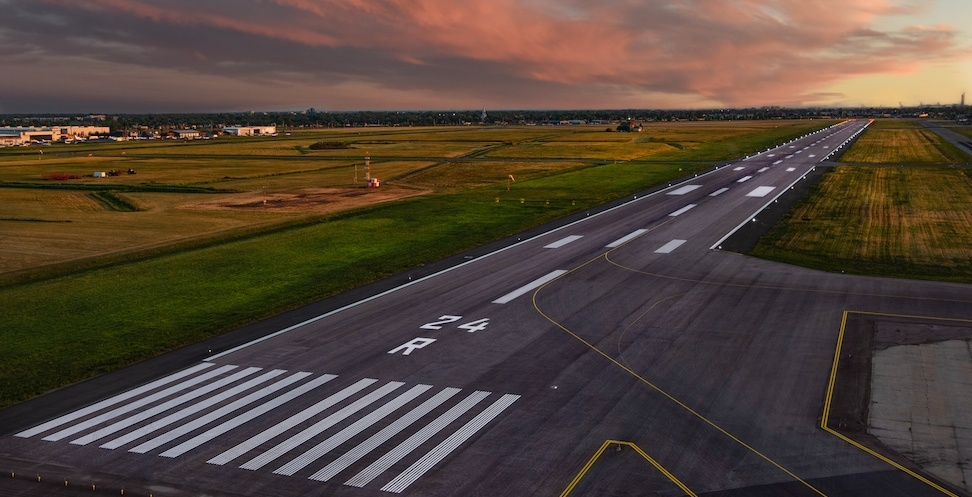 Aéroport Montréal St-Hubert Longueuil upgrades runway, aims to attract big airlines