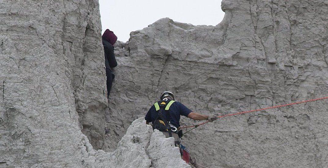 Toronto Fire urges public not to climb Scarborough Bluffs following dangerous rescues