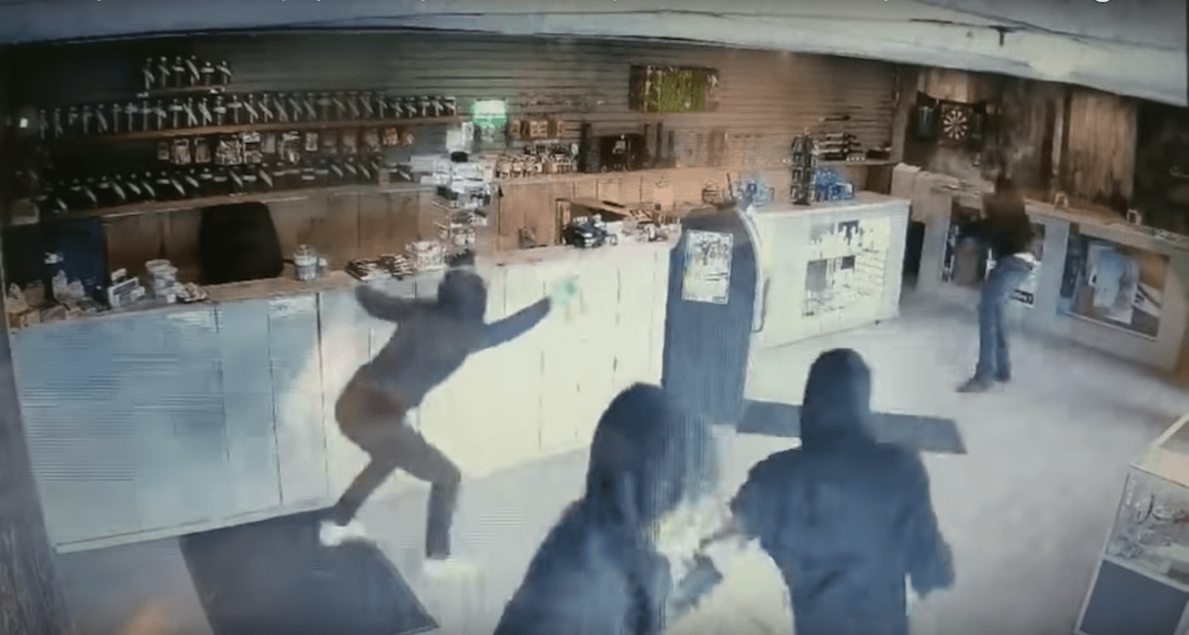 Canadian man fights off bear spray wielding robbers with bong (VIDEO)
