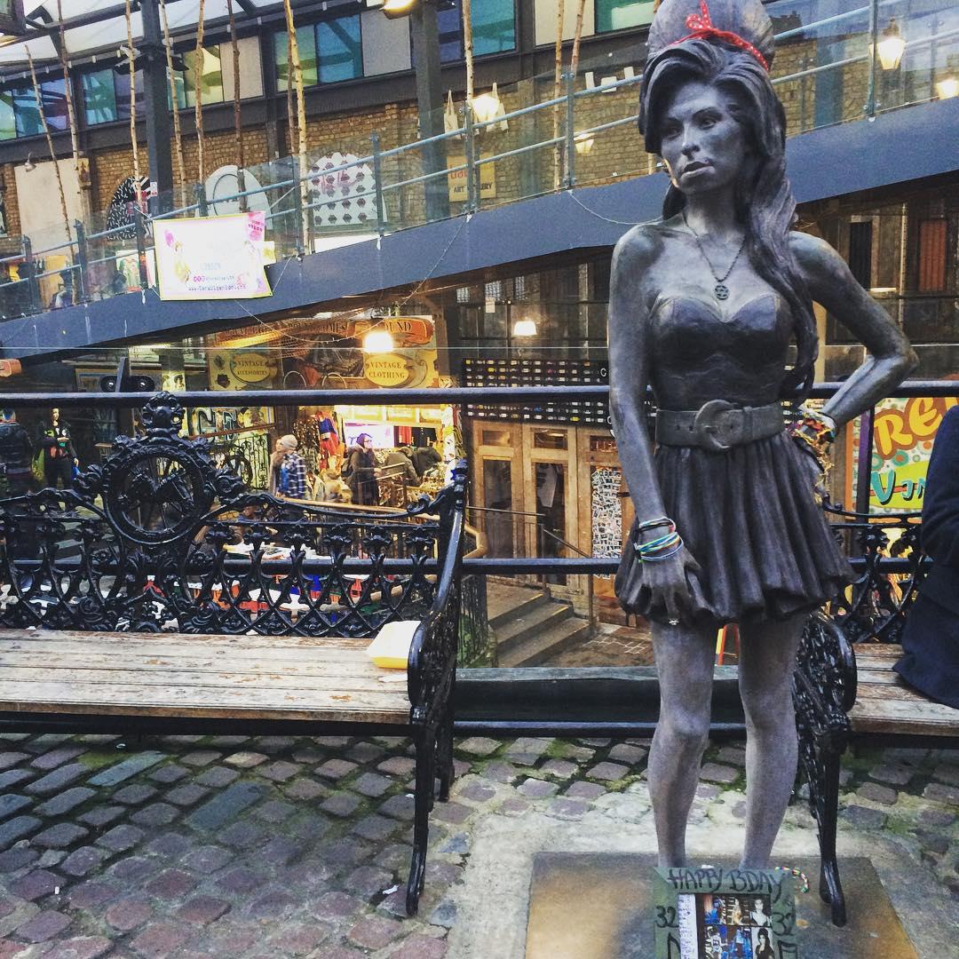 Amy Winehouse statue in Camden (@vishmiili / Instagram)