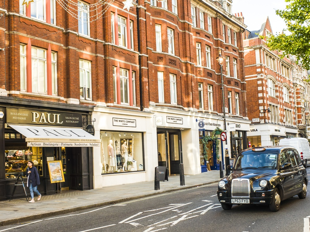Shopping street in Marylebone London (Willy Barton / Shutterstock.com)