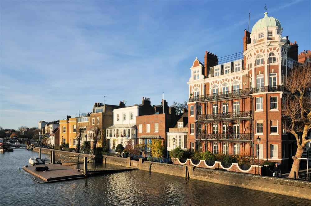 Hammersmith riverbank (Shutterstock)