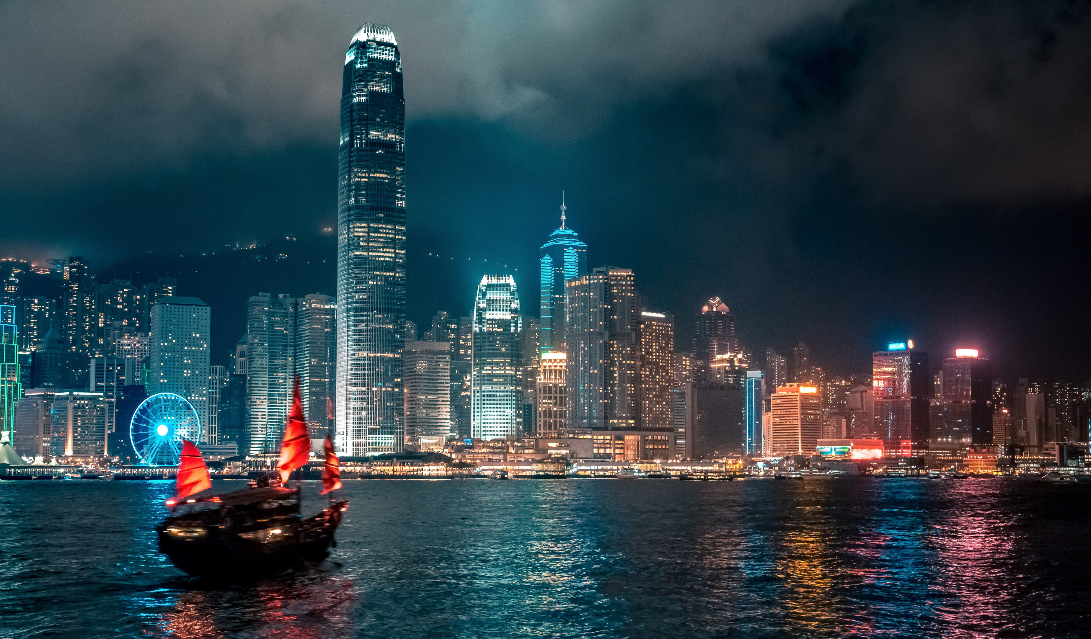 Victoria Harbor, Tsim Sha Tsui (Shutterstock)