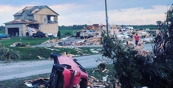 Over 150,000 left without power following tornado in Quebec (VIDEOS)