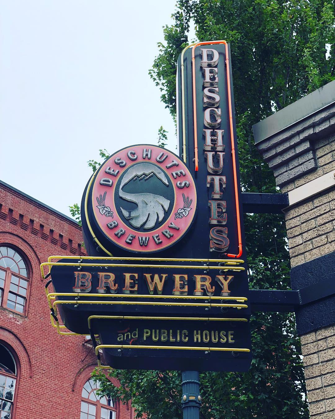 Deschutes Brewery entrance in Portland (@barbfacile / Instagram)