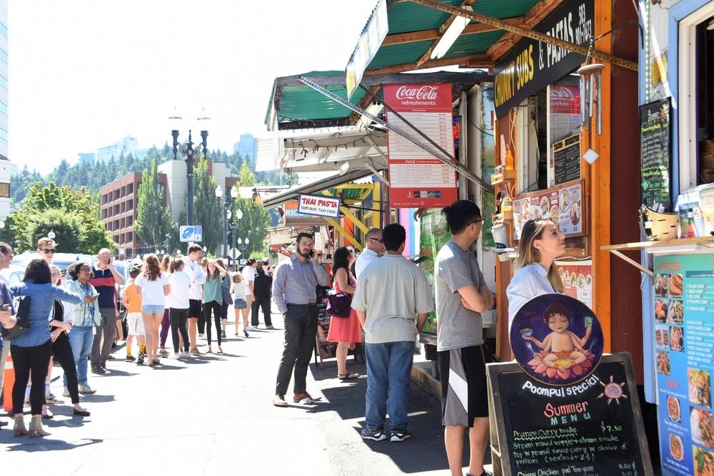 Portland food carts (Tpt / Shutterstock.com)