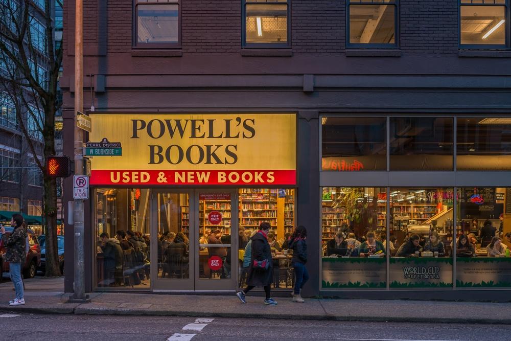 Powell's Books (Manuela Durson / Shutterstock.com)