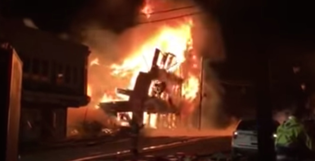 Major fire destroys historic building in the Eastern Townships (VIDEOS)