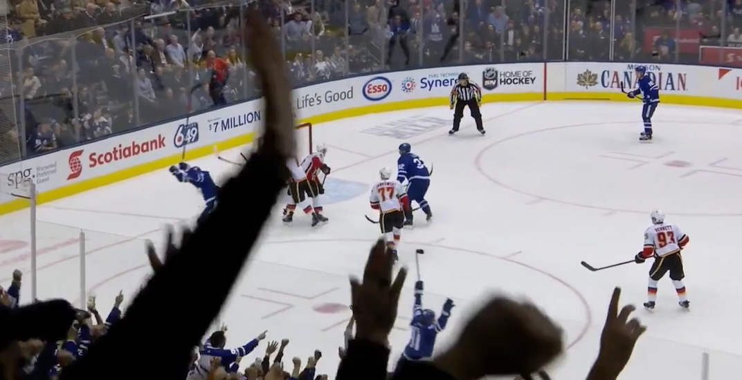 Near-goal fools everybody in Leafs-Flames game (VIDEO)