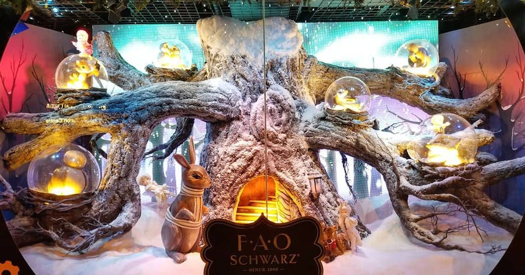 Here's what the Hudson's Bay and Saks Fifth Avenue's holiday windows look like (VIDEOS)