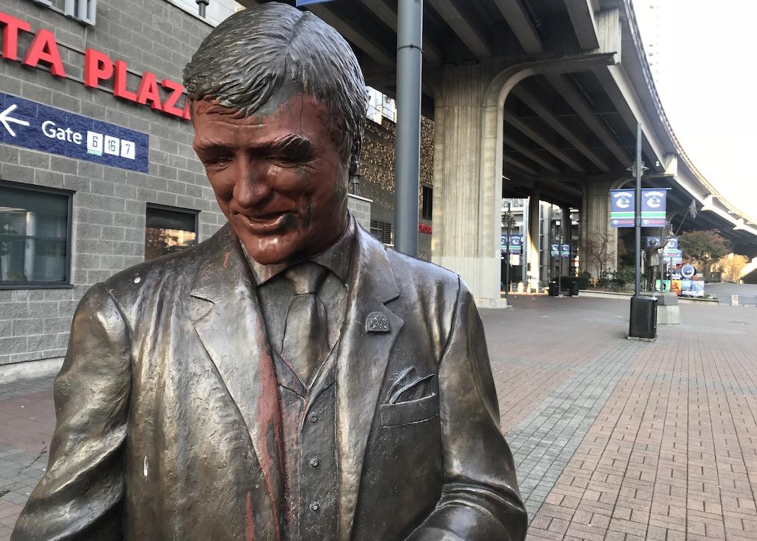 pat quinn statue