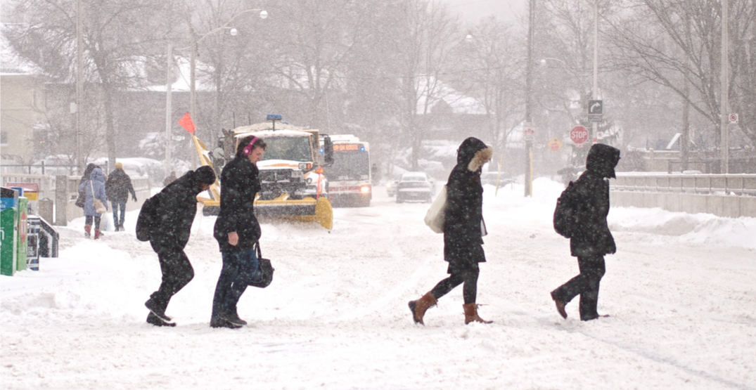 Messy commute continues in Toronto following city's first snowfall