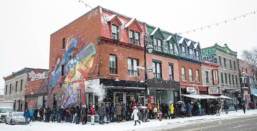 Montrealers withstand the cold to line up for Schwartz's epic deal (PHOTOS)