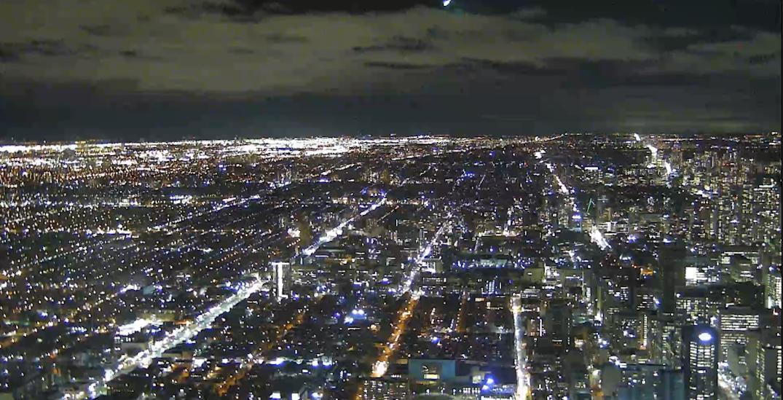 A massive fireball meteor streaked over Toronto last night (VIDEOS)