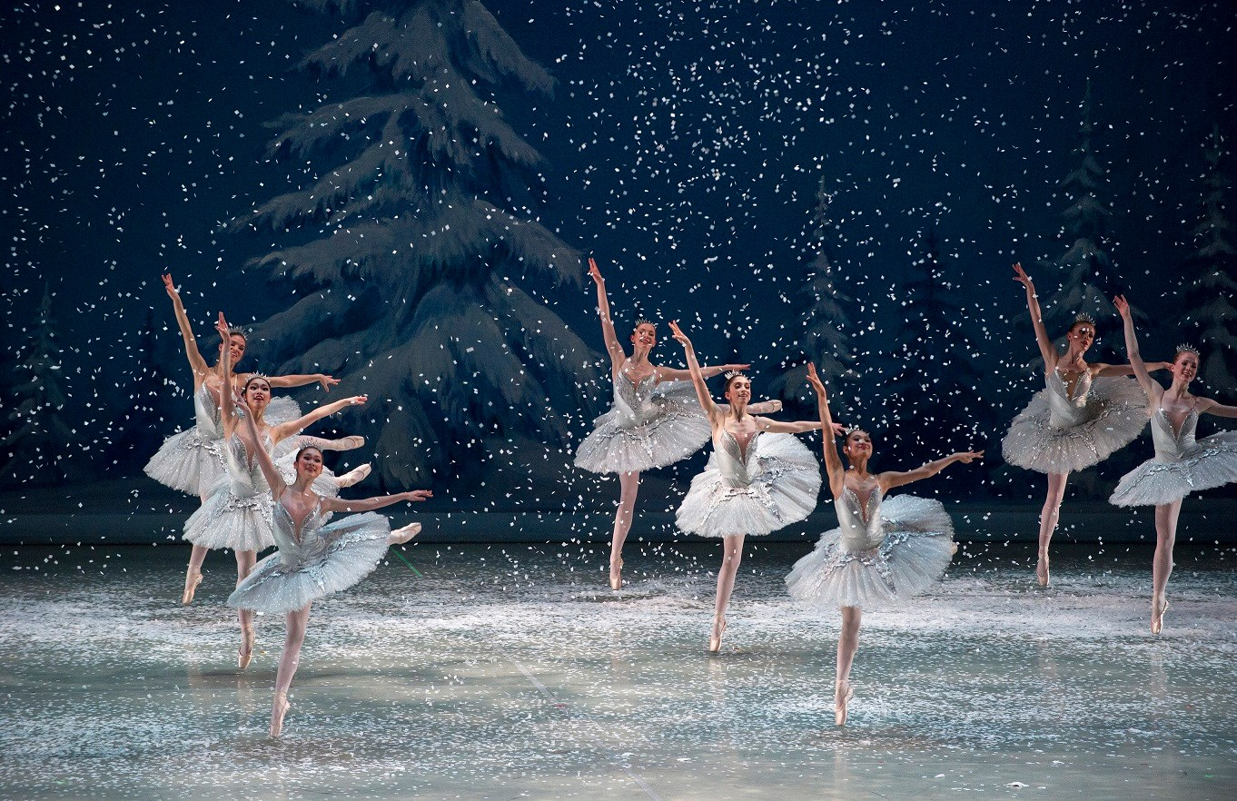 10 Christmas performances to get you in the holiday spirit