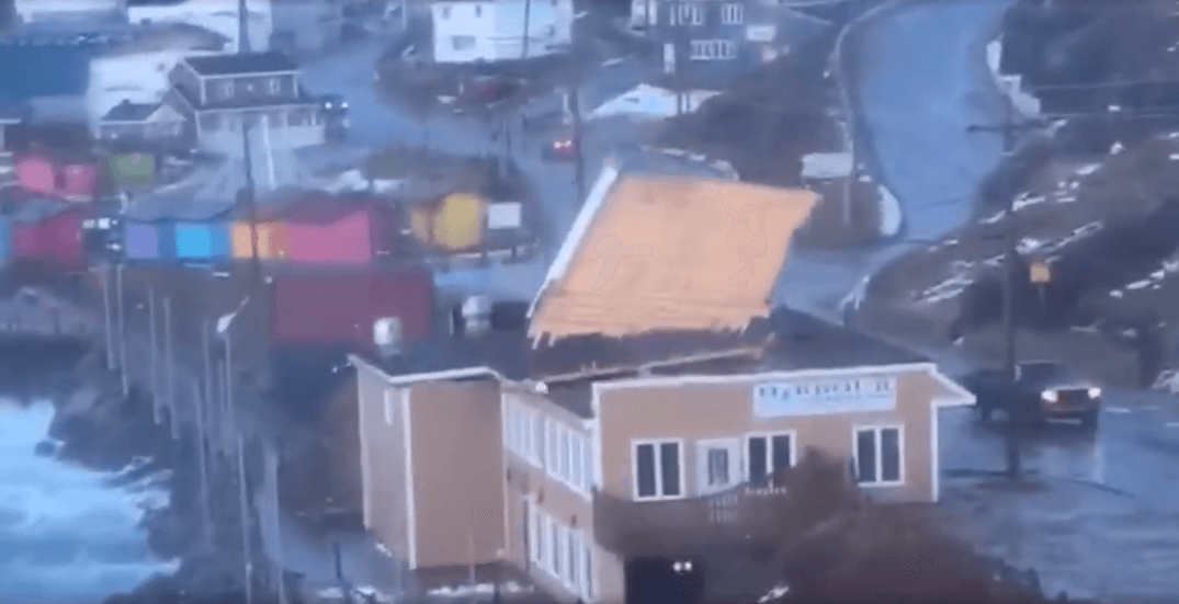 Wild winds tear off restaurant roof in Newfoundland (VIDEO)