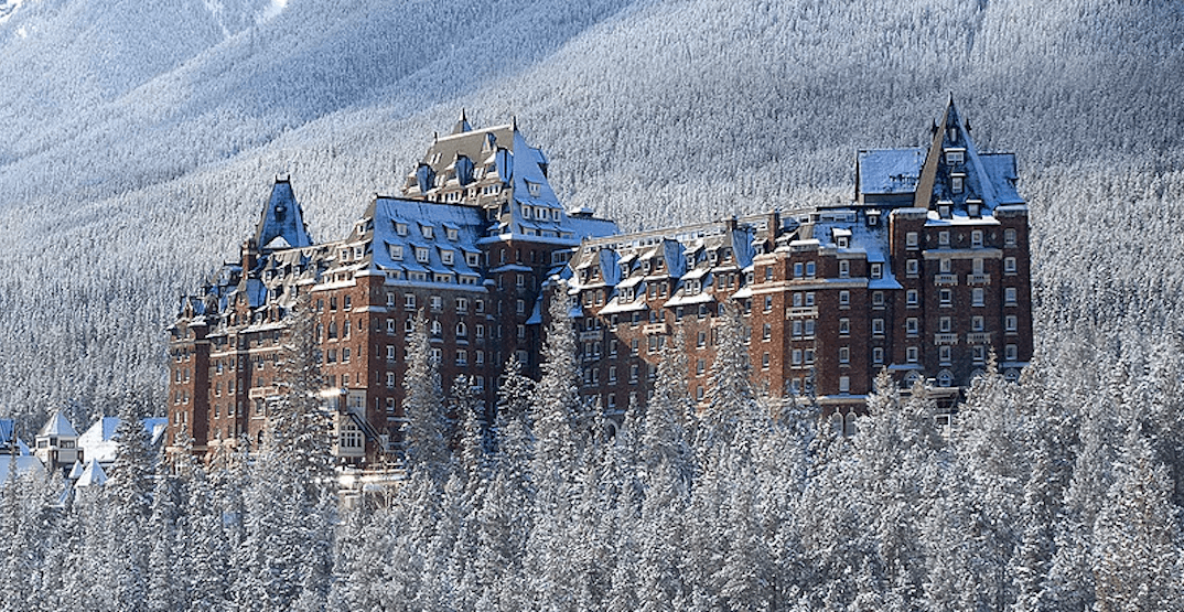 This Banff hotel has turned into a stunning Christmas castle (PHOTOS)