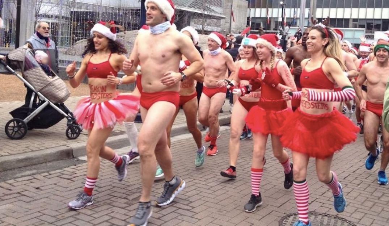 Here's what Toronto's Santa Speedo Run looked like (PHOTOS)