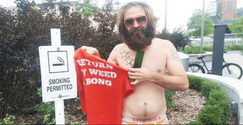 Internet famous 'bong and speedo' guy is suing the police for $3M
