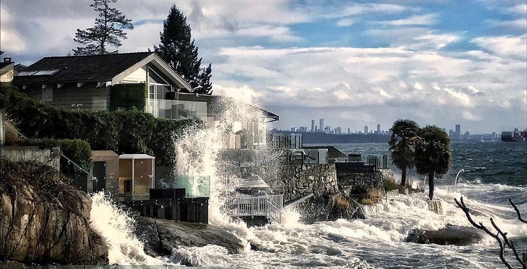 Vancouver recovering after powerful windstorm pummels Southern BC (VIDEOS)