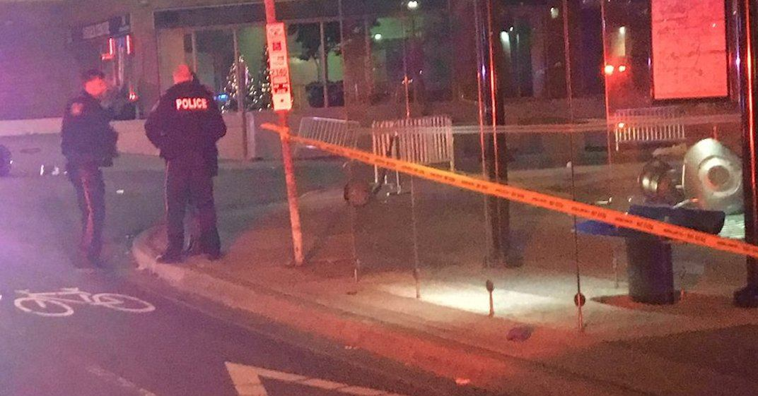 5 people hospitalized after being struck by car in front of Mississauga bar