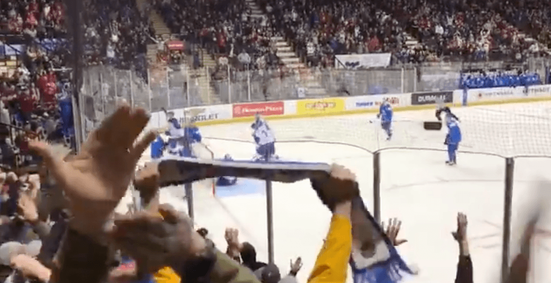 Canadian hockey fans cheer for Kazakhstan and sing their goal song (VIDEO)