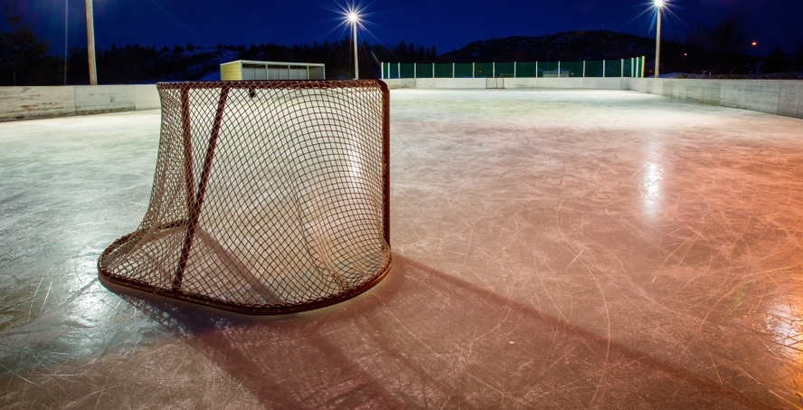 8 outdoor hockey rinks to skate on in Montreal this winter