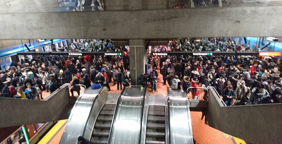 Service disruption causes chaos on Montreal Metro lines this morning (PHOTOS)
