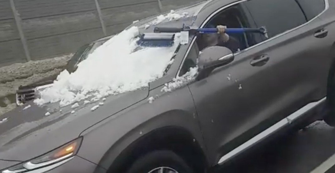 f8ba31a518b49c Driver spotted trying to clean snow off windshield on Highway 401 ...