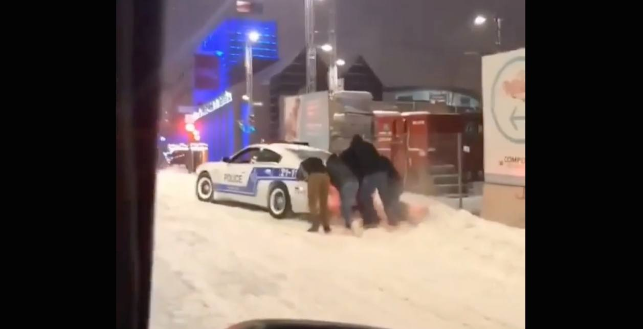 Montreal police car snow
