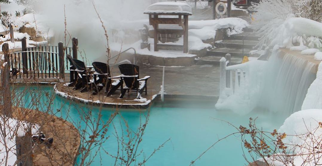 These outdoor hot springs are just over an hour from Toronto (PHOTOS)