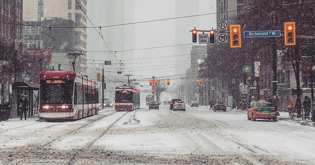 This is how bad the snowstorm is in Toronto right now (PHOTOS)
