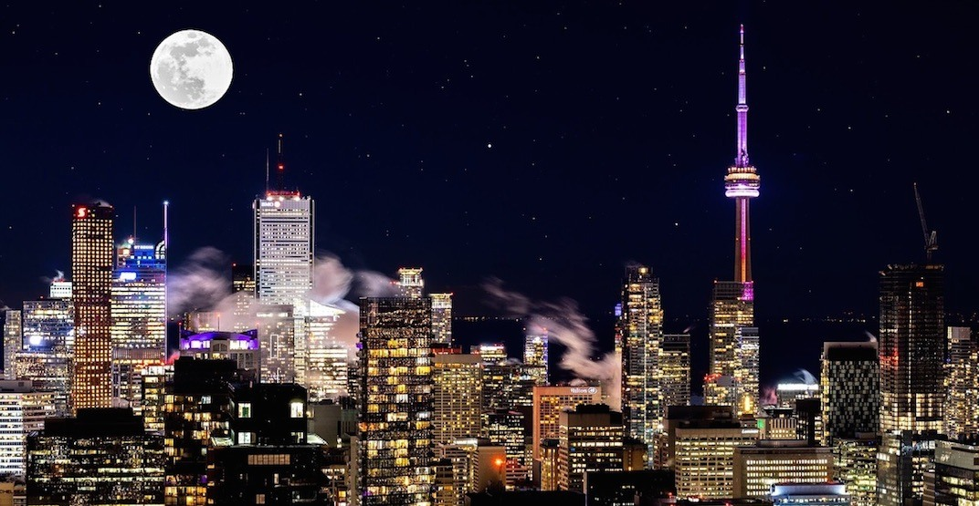 The biggest supermoon of the year rose over Toronto last night (PHOTOS)
