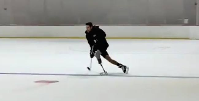 Former Canadian NHLer hits the ice skating with prosthetic leg (VIDEO)