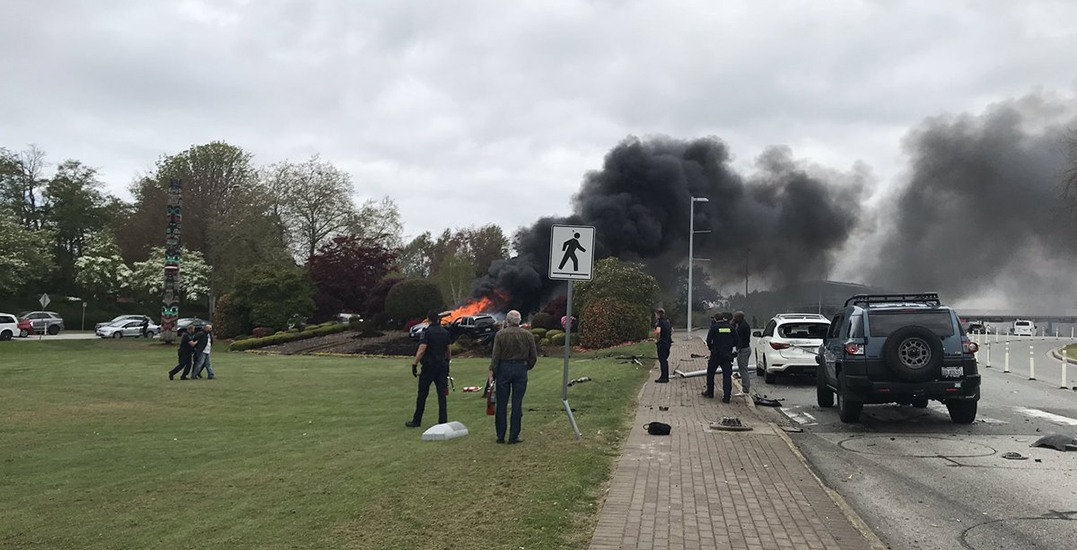 Car fire closes Highway 99 in both directions at Peace Arch Border (VIDEO)