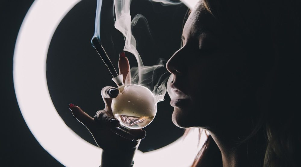 New report suggests women are thriving in cannabis, but is it true?
