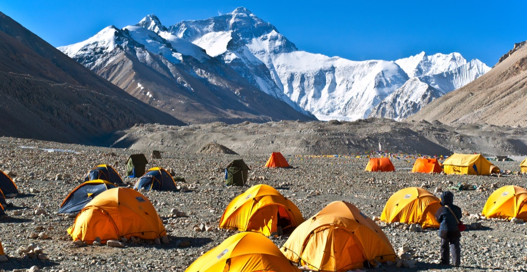 Shocking amounts of trash and bodies uncovered on Mount Everest