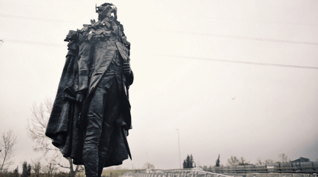 City's new 'Wolfe and the Sparrows' sculpture now standing tall in Calgary (PHOTOS)