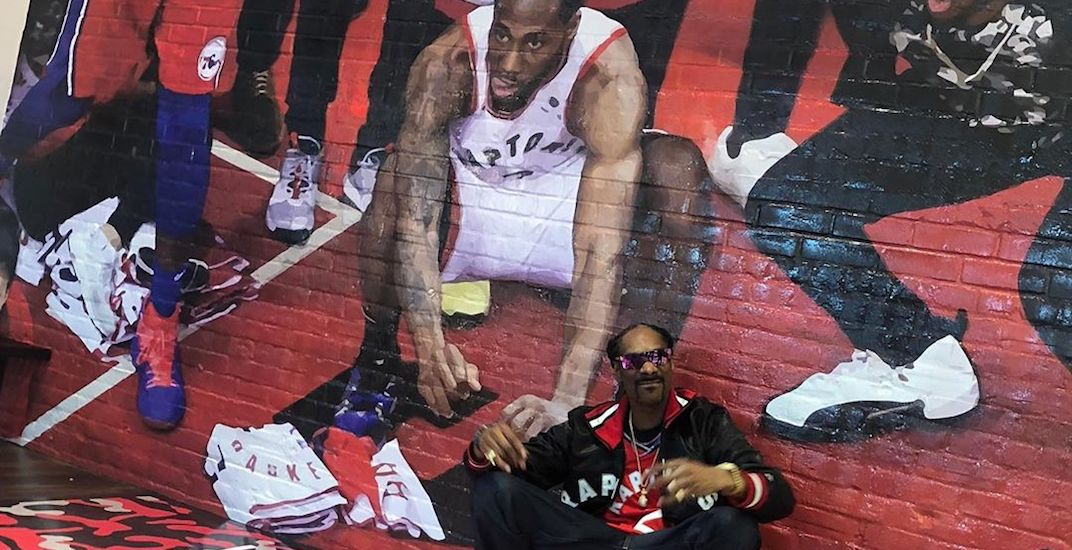 Snoop Dogg spotted decked out in all-Canadian sports gear