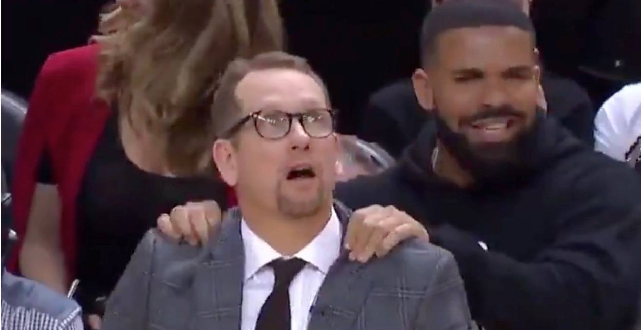 Drake gave Nick Nurse a shoulder rub during last night's Raptors win (VIDEO)