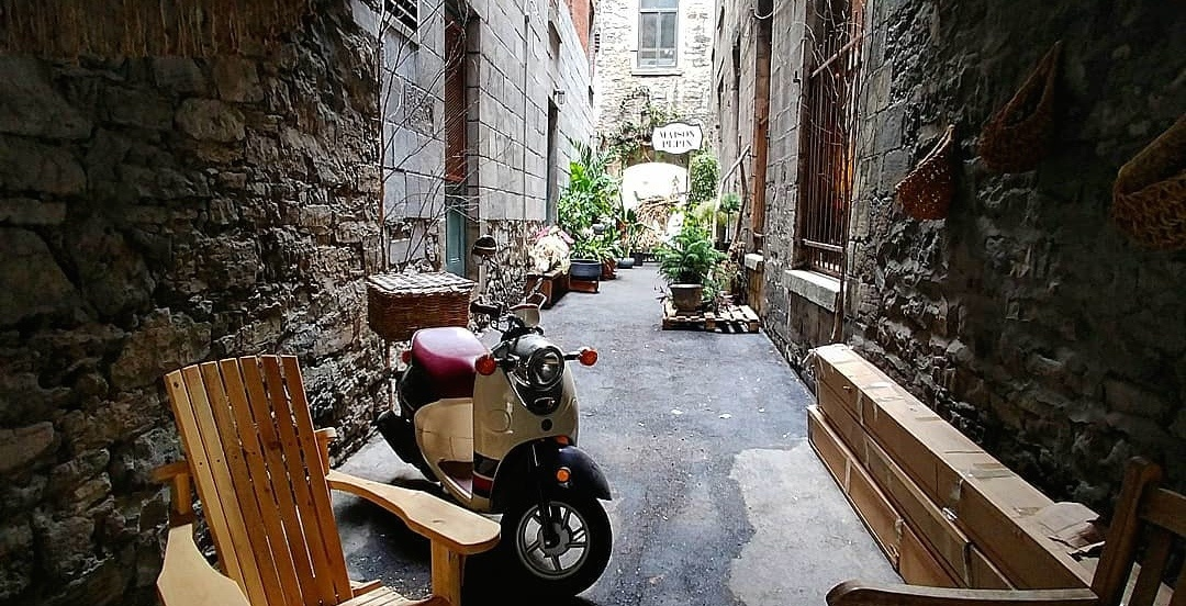 This stylish alleyway in Old Montreal is an ideal Instagram spot (PHOTOS)