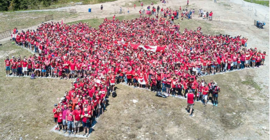 Calgary aims to steal Vancouver's largest human maple leaf world record
